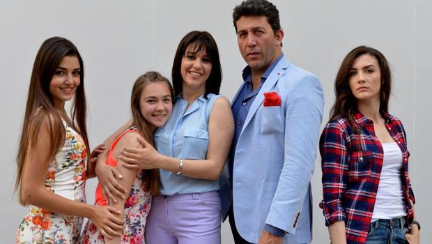 Güneşin Kızları dizisi yaz aylarının en fazla izlenen dizileri arasında 2. sırada yer alıyor. Dizi yeni sezonda da devam etmeyi aldığı reytinglerle garantiledi.