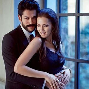 Türkiye'nin en sevilen çifti belli oldu Türkiye'nin en sevilen çifti Fahriye Evcen ile Burak Özçivit oldu