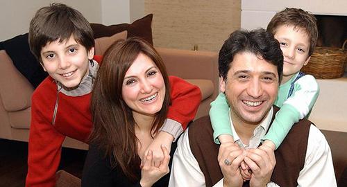 Cem Davran'ın Hürcan ve Ali isimli iki oğlu var