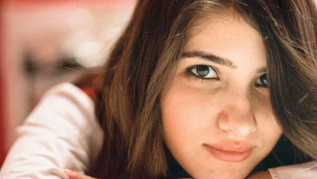 2 gündür aranan üniversiteli Özgecan'ın ceseti bir dere yatağında yanmış olarak bulundu. Genç kızı bindiği yolcu minibüsünde bıçaklayarak öldürdükten sonra yaktıkları öne sürülen 3 şüpheliden 2'si gözaltına alındı. Cinayet zanlısı olarak aranan Suphi A. dün akşam saatlerinde yakalandı. Ögecan'ın ölümü bir çok ünlü ismi de harekete geçirdi.