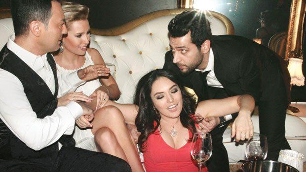 Serdar Ortaç ve eşi Chloe Loughnan daha önce Murat Yıldırım ve Ezgi Mola'nın rol aldığı Kocan Kadar Konuş filminde konuk oyuncu olmuştu