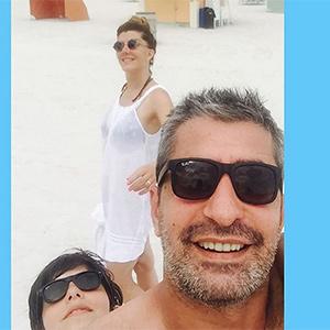 Geçen sezon Paramparça dizisiyle ekrana damgasını vuran başarılı oyuncu Erkan Petekkaya yeni sezon öncesi ailesiyle dünyayı geziyor!
