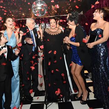 Türkan Şoray imzalı 'Uzaklarda Arama' 25 Kasım Çarşamba akşamı Yeşilçam'a yakışır bir gala yaptı!  Filmin galasına ünlüler akın etti